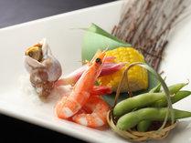 *見た目にも鮮やかな郷土料理をお楽しみ下さいませ。