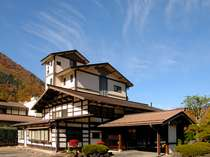 四季の表情豊かな山々に囲まれた鄙の館松乃井
