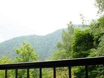 ■客室から奥飛騨の四季をお愉しみいただけます。※客室により景観は異なります。
