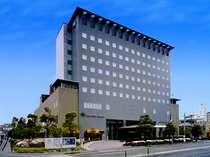 緑と光をテーマに、安らぎの空間を目指したホテル。天神・博多駅にも近く便利です。