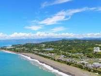 上空から見たRoyalHotel土佐。目の前に広がる雄大な太平洋は圧巻!
