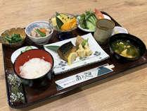 和食セットもしくは洋食セットとなります。例:和食セット