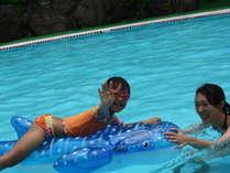 【屋外プール】夏休み期間中、ご宿泊者は無料でプールをご利用いただけます♪水着をお持ちくださいね