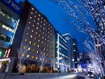 冬はホテル前もイルミネーションで輝いてます♪