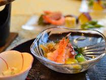 夕食は新鮮な山海の幸が自慢のふるさと料理をご堪能下さい。