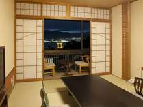 【海側和室10畳】ライトアップされた夜景が望めます♪