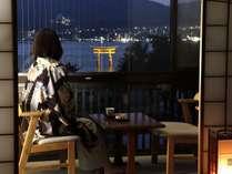 海側のお部屋は神社、大鳥居、市内の夜景が一望できます