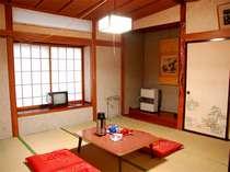 和室8畳。窓を開けると白馬三山が望めます。