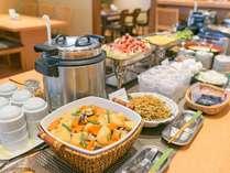 和洋ブッフェの朝食は、「茶寮志もだ」で