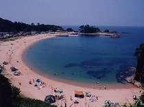 竹野浜全景手前は遊歩道300メートルほど行けばプライベートピーチ