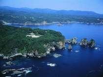 高さ60mほどの断崖にある高台の宿。東日本大震災での津波の被害はございませんでした。