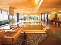 【2階大浴場:織姫】総檜造り風呂は、やわらかい木の質感が伝わり肌に優しい