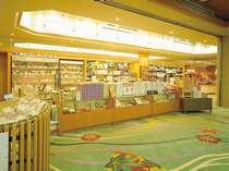【1Fロビー:売店】白石家オリジナルお菓子&山陰名菓・殻付きしじみ等、うれしい品揃え盛りだくさん!