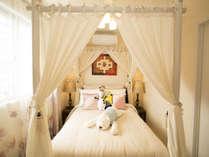 寝室2(クイーンベッドx1)