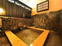 湯量豊富なかけ流しの天然温泉