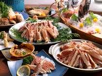 蟹フルコース4人前のお料理です。どのコースでも新鮮な素材を活かした舟盛りと鯛の塩焼き付き!
