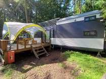 ・トレーラーハウス「ジャーニー」設備充実、手ぶらでキャンプを味わえる仕様となっております。