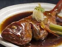 その日下田港で水揚げさせれた最高級の地金目鯛のみを使用しています。本物の味をぜひご賞味下さい。