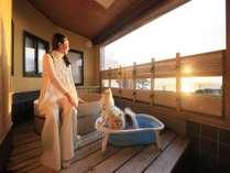 露天風呂付和室ではわんちゃんも専用バスで入浴♪