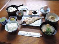 【朝食一例】焼きたての干物がメインの和朝食はボリューム満点!