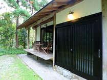 屋久杉工芸の職人がこだわって建てたコテージ仙庵です。