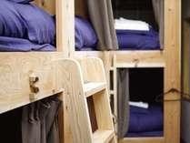 男女MIXドミトリーのカプセルタイプベッドです。カーテンを閉めれば完全プライベート空間。