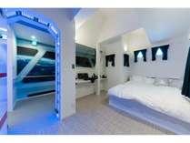 まるで宇宙船のような寝室!飾りつけの操縦機器でお子様も大喜び!(ゲームではございません)