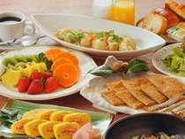 ご朝食は人気の和洋バイキング