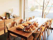 *朝食パンサービス/朝はコーヒーとパンが無料!優雅な朝食サービスをぜひご利用ください。