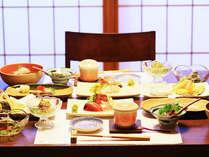 【ご夕食】魚介類をメインに海鮮会席をお愉しみいただけます。※一例