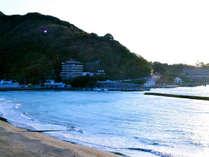 *土肥海水浴場/遠浅で波の静かな海水浴場です。シャワー・脱衣所は無料でご利用いただけます。