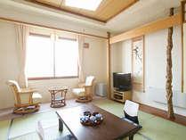 【和室】畳の匂いが落ち着く空間です。