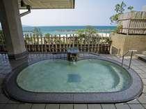 日本海を望む露天風呂