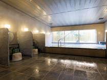 【大浴場(桜湯)】ミクロの泡がお肌に心地良いシルクバスを備え付けています(毎日朝と晩に男女入替)