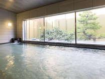 【大浴場(楓湯)】広い浴場とサウナを備え付けています(毎日朝と晩に男女入替)