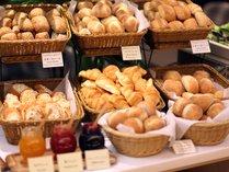 【和洋バイキング朝食】パンはタカキベーカリーの焼き立て石窯パン。(6:30~10:00)