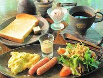 【朝食付】森の中のカフェで味わうモーニングセット付き!コテージでゆったり宿泊プラン