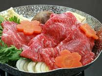 夕食はすき焼きを中心とした手作りのお料理です。