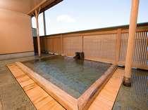 浜名湖を望む絶景の女性露天檜風呂