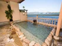 浜名湖を望む絶景の露天風呂(男性用)