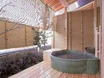 客室露天風呂一例(お部屋ごとに趣が異なります)