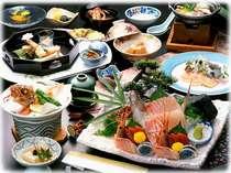 四季の食材を取り入れた品々をご提供。カサゴの唐揚げや鰆のカルパッチョなど海の幸をお出し致します。