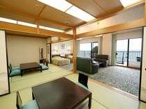 和室10畳+8畳間と洋間約20畳の和洋室で眼下には駿河湾をご覧頂けます