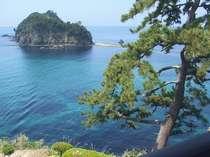 部屋から望む駿河湾と三四郎島