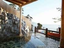 【貸切露天風呂】海一望、洞くつ付きの広い湯船(1回3,240円)