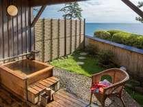 庭園付きのお部屋に備わっている客室専用露天風呂
