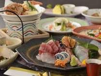 お料理の一例 潮風を感じるような 海の幸満載の12品が食卓を彩る