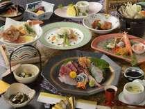 【潮風プラン】のお料理の一例。海の幸満載のお料理12品が食卓を彩る