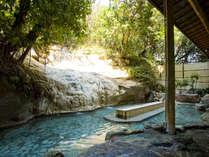 【大浴場】白梅の湯 露天風呂 天然温泉掛け流しの露天風呂です♪