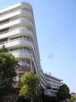 【外観】青空にそびえる湯快リゾート最大規模の大型旅館!